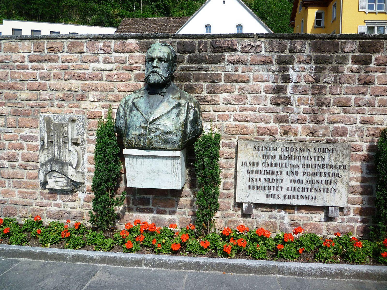 Rheinberger Bueste Vaduz